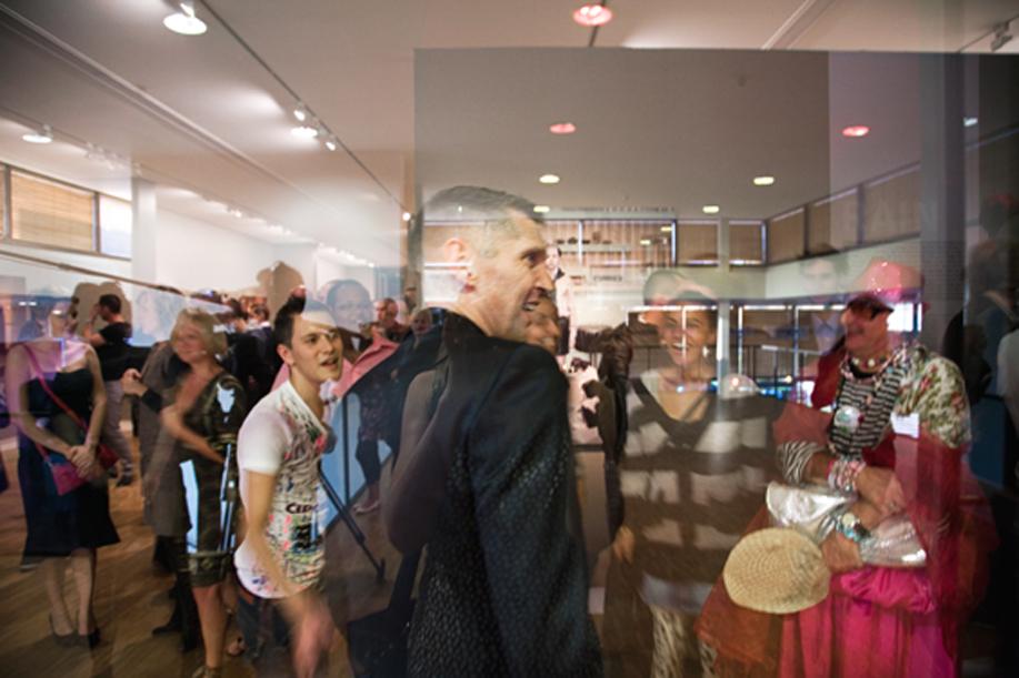 Erwin Olaf op opening Rain Hope Grief Fotomuseum 2008